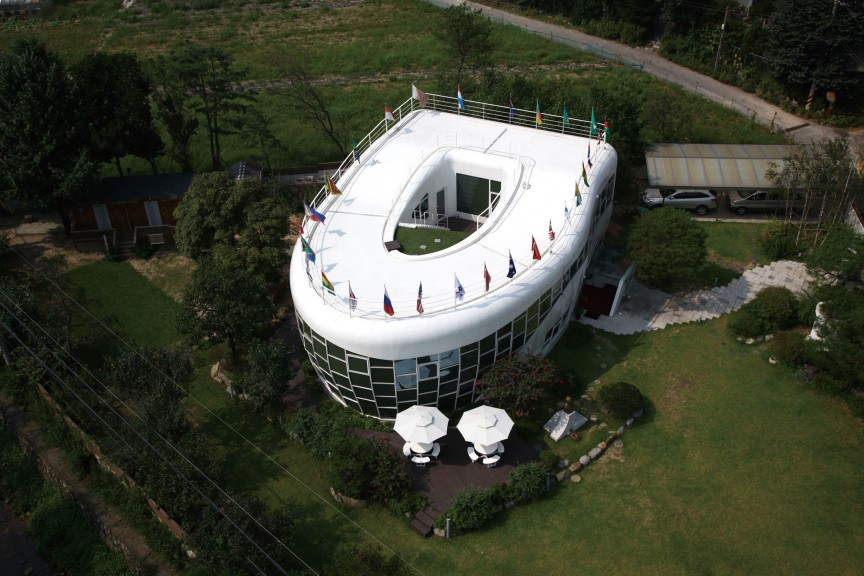 The-Toilet-shaped-House